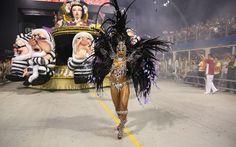 Mocidade Alegre vence o carnaval 2013 em São Paulo e é bicampeã  /  Destaque dança à frente do carro da Branca de Neve da Mocidade Alegre