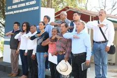 - Se comprometió además, a construir una techumbre en la escuela primaria el próximo año Jalpan de Serra Qro. Con...