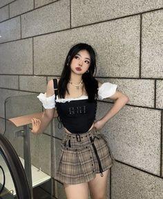 Blackpink Fashion, Kpop Fashion Outfits, Girls Fashion Clothes, Daily Fashion, Trendy Outfits, Korean Fashion, Girl Outfits, Cute Outfits, Badass Style
