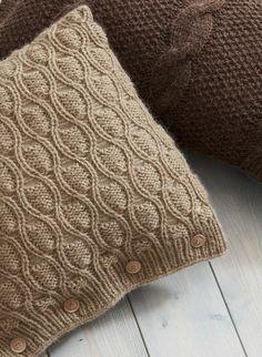 Cat. 13/14 - #845 - Cushion