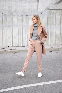 Should you wear coat with sneakers?