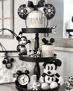Disney Kitchen Decor, Disney Home Decor, Disney Crafts, Disney At Home, Kitchen Decorations, Disney Mug, Disney Merch, Image Halloween, Disney Halloween
