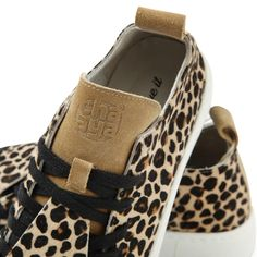 Love Leo Print 😍 Neue Trends, Leo, Wedges, Sneakers, Shoes, Fashion, Tennis, Moda, Shoe