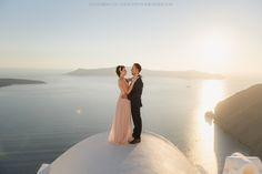 Santorini #photoshoot #photosession #santoriniphotoshoot #couplesphotoshoot #greecephotographer  Santorini Photographer Anna Sulte