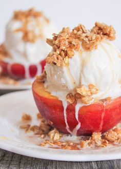Grilled Peach Crisp Sundaes with Cinnamon Honey Drizzle #peach #icecream #sudae
