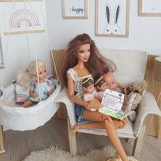 На изображении может находиться: один или несколько человек Barbie Dream, Barbie House, Barbie Top, Barbie Stuff, Pregnant Barbie, Twin Babies, Baby Twins, Sewing Barbie Clothes, Barbie Bedroom