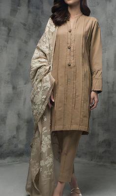 Fashion chic summer neckline 26 Ideas Source by fannnnnnnnnnnn – Hijab Fashion 2020 Stylish Dress Designs, Dress Neck Designs, Stylish Dresses, Casual Dresses, Fashion Dresses, Hijab Fashion, Fashion Fashion, Casual Wear, Pakistani Fashion Casual