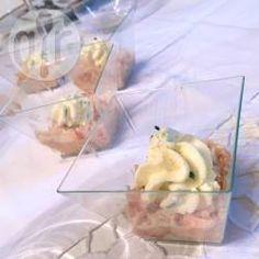 Verrines de rillettes au saumon, crème fouettée à la ciboulette @ allrecipes.fr