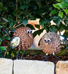 How to make pine cone owls - Better Homes and Gardens - Yahoo! New Zealand Pine Cone Art, Pine Cone Crafts, Pine Cones, Nifty Crafts, Owl Crafts, Crafts For Seniors, Crafts For Boys, Senior Crafts, Pinecone Owls