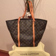 Authentic LV Sac Shopper In amazing shape! Louis Vuitton Bags