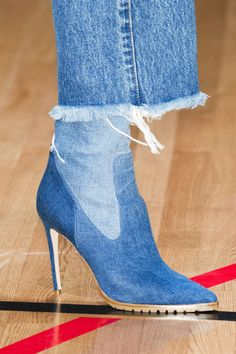Use that construction pattern for socks/tights???   ......................................................................... Spring 2018 Shoe Trends - Shoe Runway Trends Spring 2018