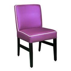 Rob ist wie eine Brise frischer Luft für Ihre Umgebung. Dieser sympathischer Stuhl hat eine Geräumigkeit und ein komfortables Design, welches ideal für Ihre Gäste ist.