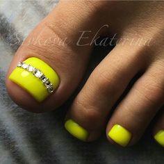Yellow-Rhinestone Toe nail Art