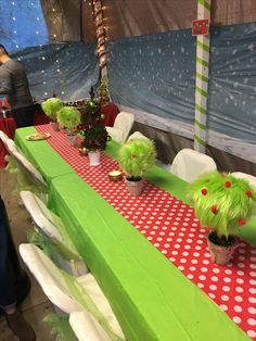 40 Grinch Themed Christmas Party Ideas - Hike n Dip Celebrate your Christmas Party in Grinch style. Here are Best Grinch Themed Christmas Party Ideas from Grinch Christmas decor to Grinch Inspired recipes etc Christmas Party Activities, Christmas Party Drinks, Christmas Party Themes, Christmas Party Invitations, Holiday Parties, Holiday Themes, Grinch Christmas Decorations, Grinch Christmas Party, Office Christmas