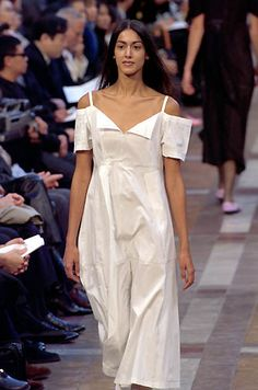 Issey Miyake   Spring 2000 Ready-to-Wear   28 White cut out shoulder midi dress