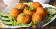 Learn how to make and prepare the recipe for Patatokeftedes, also known as Greek style potato croquettes. Vegan Blogs, Vegan Recipes, Diet Recipes, Chorizo, Vegan Flan, Vegan Keto, Greek Style Potatoes, Spanish Stew, Potato Croquettes