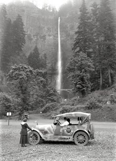 """Meet Me at Multnomah: 1918 Multnomah Falls, Oregon, circa """"Kissel military Highway Scout Kar."""" The camouflage-painted car last seen here and here patrolling the wilds of the Pacific Northwest. glass negative by Christopher Helin. Old Pictures, Old Photos, Vintage Photos, Vintage Cars, Vintage Trains, Amazing Pictures, Retro Cars, Vintage Stuff, Multnomah Falls Oregon"""