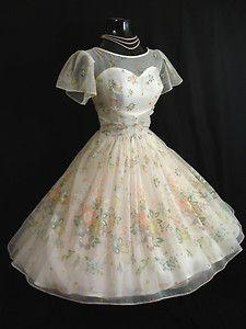 LOVE Prom Dresses Vintage Vortex Prom Dresses Barkett Barkett Barkett McKinnon I want this one! Vintage Prom, Vintage 1950s Dresses, Mode Vintage, Vintage Outfits, Vintage Clothing, Women's Clothing, 50s Prom Dresses, Wedding Dresses, 1950s Prom Dress