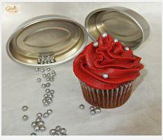 Unos cupcakes navideños....Mrala receta en http://giodicakes.blogspot.com.es/2013/11/cupcakes-chocolate-y-frambuesa.html