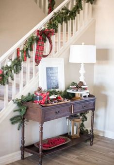 20 Simple Christmas Decorations Stairs Ideas | rudsmyhome #ChristmasStairDecorIdeas #BeautifulChristmasStairDecorIdeas #BestChristmasStairDecorIdeas Christmas Tree Tops, Ribbon On Christmas Tree, Christmas Tree Crafts, Christmas Porch, Outdoor Christmas, Rustic Christmas, Simple Christmas, Christmas Ideas, Christmas Stairs Decorations