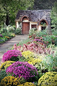 36 Stunning Country Cottage Gardens Ideas Cottage gardens aren't expensive to recreate. A cottage garden isn't likely to be symmetrical. Most cottage gardens appear to decide on a romantic tone Storybook Cottage, Fairytale Cottage, Garden Cottage, Prairie Garden, Cute Cottage, Cottage Style, Cottage Homes, Rustic Cottage, Cottage Ideas