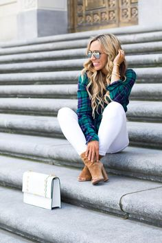 white jeans after labor day. Comfortable green flannel short, white jeans, tan suede Laurel boots, white handbag Source by flannel outfits winter Outfits Winter, Cute Fall Outfits, Mom Outfits, Simple Outfits, White Skinny Jeans, Ripped Jeans, Flannel Outfits, Flannel Shirt, Winter Date