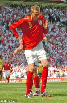 Crouch does the Robot celebration on his way to a hat-trick against Jamaica in a friendly Football Soccer, Football Players, Football Celebrations, Peter Crouch, Roy Keane, Fc Liverpool, Stoke City, Fifa, The Past