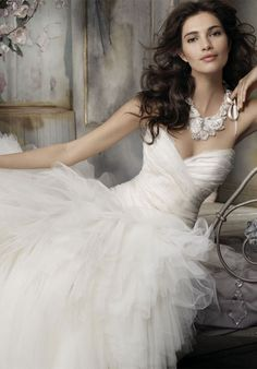 if I was marrying again... ~ :)Mermaid Strapless Sweetheart Tulle Organza Lace Chapel wedding Dress