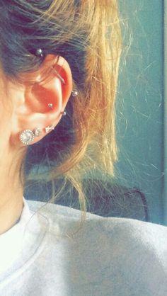 Industrial and snug piercings - - Ohr piercings id. - Industrial and snug piercings – – Ohr piercings id… – In this - Piercing Snug, Ohrknorpel Piercing, Piercing Implant, Spiderbite Piercings, Ear Peircings, Piercings Bonitos, Vintage Tattoos, Ear Piercings Industrial, Body Mods
