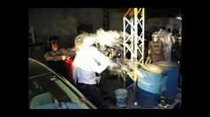 Este mismo viernes, el grupo Prensa Libre MX difundió un video en el que los propios afectados denuncian que hubo alrededor de 50 reporteros agredidos en la marcha del pasado 2 de octubre, sea por granaderos (la mayoría) o por vándalos enmascarados. Cincuenta, en tres horas. No exigen trato especial, sólo que les permitan trabajar.