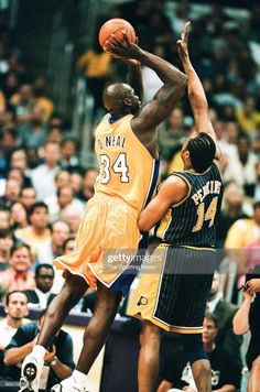Lakers Vs Pacers, Sam Perkins, Shaquille O'neal, Basketball Legends, Los Angeles Lakers, The Past, Stock Photos, Fans, Pictures