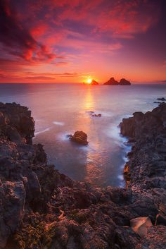 Blood Red - Sunset in Vestmannaeyjar, Iceland Beautiful Sunset Blessings christie hobbs Beautiful World, Beautiful Places, Beautiful Pictures, Landscape Photography, Nature Photography, Travel Photography, Red Sunset, Beautiful Sunrise, Nature Pictures