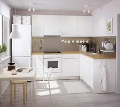 Contemporary Kitchen Design (Benefits and Types of Kitchen Style) Farmhouse Style Kitchen, Modern Farmhouse Kitchens, Home Decor Kitchen, Kitchen Interior, Small Kitchens, Kitchen Modern, Neutral Kitchen, Galley Kitchens, Kitchen Images