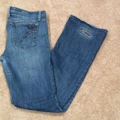 """JOES JEANS! Bootcut. Perfect Fit!  Size 30 JOES JEANS!  Bootcut. Gently broken-in for perfect fit.  Signature pocket.  *****some wear on back heels of jeans. See pic!!*****.    98% cotton. 2% elastane for stretch.    These may become your favorite jeans!!!   Inseam 31.5"""".     Leg Hem Width 9"""".    Waist 34"""".      Size 30. Joe's Jeans Jeans Boot Cut"""
