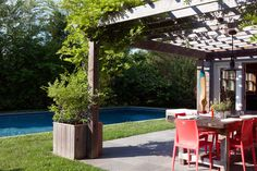 Pool - An outdoor dining area beside a pool