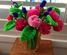 Pipe cleaner flowers from www.pipecleanercrafts.co.uk Pipe Cleaner Crafts.