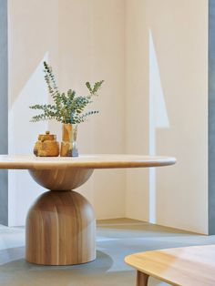 Venturing into the furniture design realm, Richards Stanisich launches the Bell Table in collaboration with The Wood Room. Design Furniture, Custom Furniture, Table Furniture, Furniture Making, Deco Furniture, Luxury Furniture, Dinning Table, Dining Room, Modern Dining Table