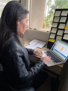 Vaccine Altruists Find Appointments for Those Who Can't | Kaiser Health News Volunteer Groups, Volunteer Services, Book People, People Like, College Classes, Student Studying, Inspiring People, Kids Online, Appointments