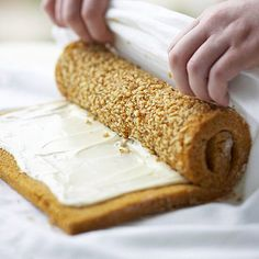 5 Steps to Make the Most Impressive Cake Roll Ever - - Cake rolls put a fun new twist on layer cakes. You can dress up this easy cake roll recipe for any holiday or birthday by changing…. How To Make Cake, Food To Make, Strawberry Roll Cake, Jelly Roll Cake, Jelly Rolls, Homemade White Cakes, Chocolate Roll Cake, Mint Chocolate, Chocolate Chips