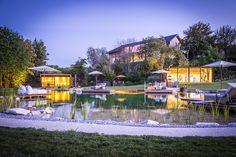 Private Hideaway in der Südsteiermark mit Naturschwimmteich, Sauna-Kubus sowie Fitness-Kubus Country Stil, Golden Hill, To Go, Mansions, House Styles, Sauna, Container, Fitness, Chalets