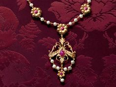 dolce-and-gabbana-jewellery-gold-necklace-rubies-cabochon-freshwater-baroque-pearls