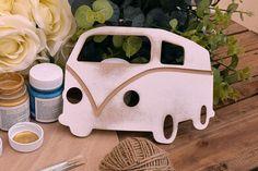 Ξύλινο Λεωφορείο 20cm WC4-0260-01  Χρησιμοποιήστε το λεωφορείο για να δημιουργήσετε πρωτότυπες μπομπονιέρες ή διάφορες χειροτεχνίες,για να στολίσετε τη λαμπάδα και το κουτί της βάπτισης, το τραπέζι των ευχών και το candy buffet.