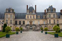 Réputé pour son exceptionnelle collection de peintures, de sculptures et d'objets d'art, le Musée national du Château de Fontainebleau a accueilli 500 000 visiteurs en 2014. Avec Disneyland Paris, le Château royal de Fontainebleau constitue l'un des sites les plus visités de Seine-et-Marne.