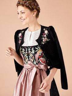 Hallhuber Dirndl 2018 - How nice! Just in time for the dirndl time, Hallhuber again enchants its customers with a dirndl. Dirndl Dress, Dress Up, Folk Fashion, Womens Fashion, Oktoberfest Outfit, German Fashion, Elegantes Outfit, Folk Costume, Costumes