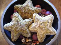 Items similar to Primitive Folk Art Hooked Rug Mustard Star Bowl Fillers on Etsy Christmas Rugs, Christmas Ideas, Christmas Ornaments, Wooly Bully, Rug Inspiration, Rug Hooking Patterns, Hand Hooked Rugs, Bowl Fillers, Handmade Rugs