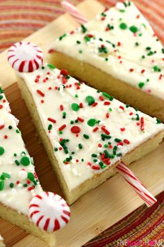Christmas Tree Sheet Cake Pops: Using your favorite cake batter, make tasty and festive Christmas cake pops that both kids and adults will enjoy. Find more easy to make Christmas tree dessert ideas and recipes including cakes, cupcakes, rice krispies treats, cookies, gingerbread houses, and much more for the holidays here.