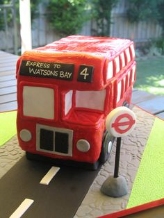 This London Bus birthday cake was for a fabulous lady turning 90 years young! Her family threw her a little festa, starting with a trip, alo. Boy Birthday, Birthday Parties, Cake Birthday, Bus Cake, Retirement Cakes, London Bus, Baking, Children, Party Ideas