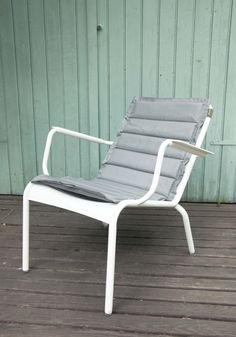 Créé spécialement pour une utilisation à l'extérieur, il apportera un confort incomparable à votre mobilier Luxembourg. Décliné en 5 coloris, à assortir avec votre fauteuil bas. Fermob
