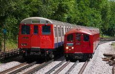 The difference in size between (a) a London Underground sub-surface train & (b) a London Underground tube train