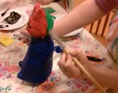 Papier mache figuren geinspireerd door Niki de St Phalle